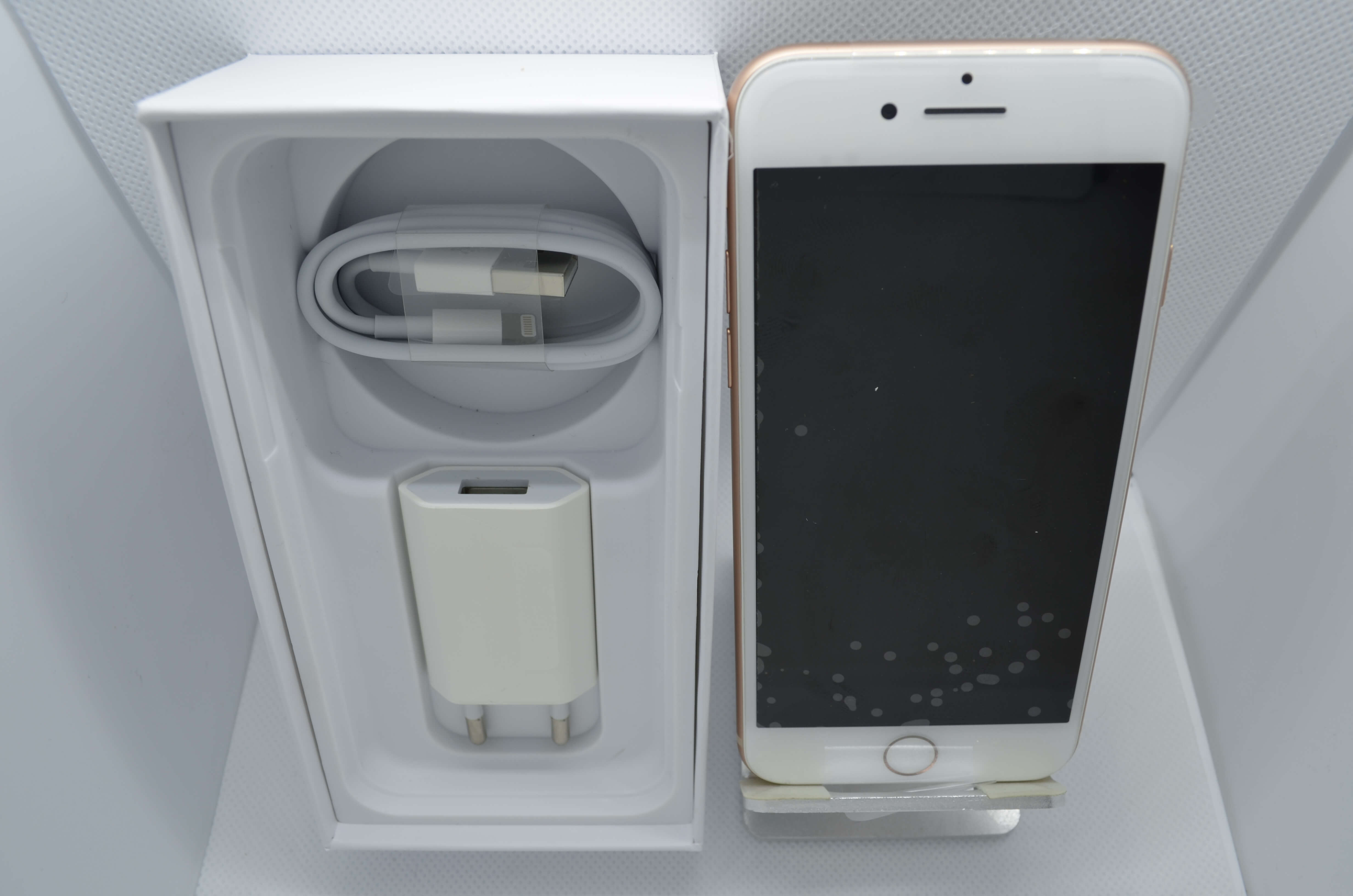 iPhone 8 64GB Gold Refurb Grade A BOXED with adapter & Cable