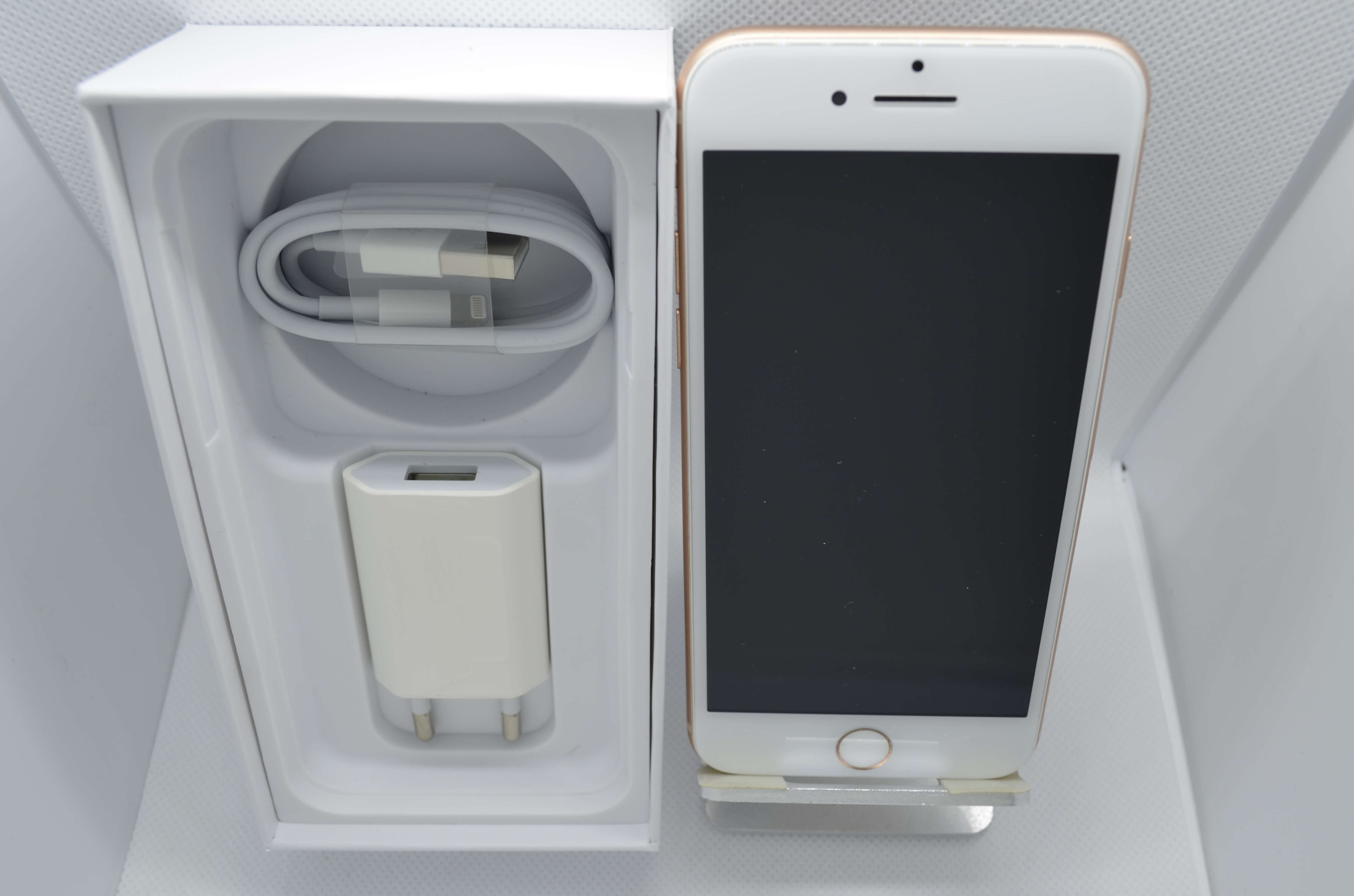 iPhone 8 64GB Gold Refurb Grade B BOXED with adapter & Cable